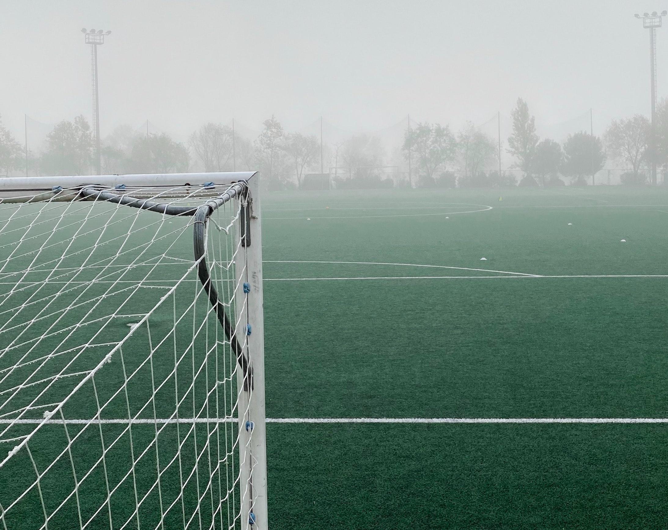 ködös focipálya